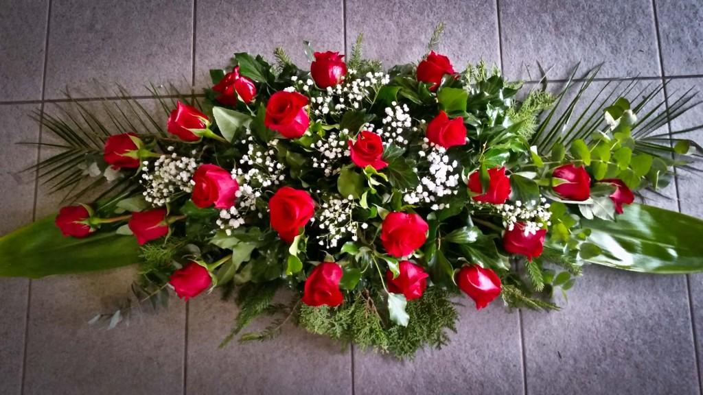CA9 Aranžman za lijes crvene ruže 250,00 kn